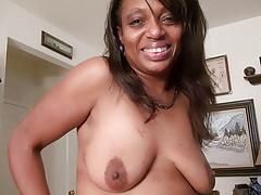Ebony milf Lexus lets you enjoy her comfortable body