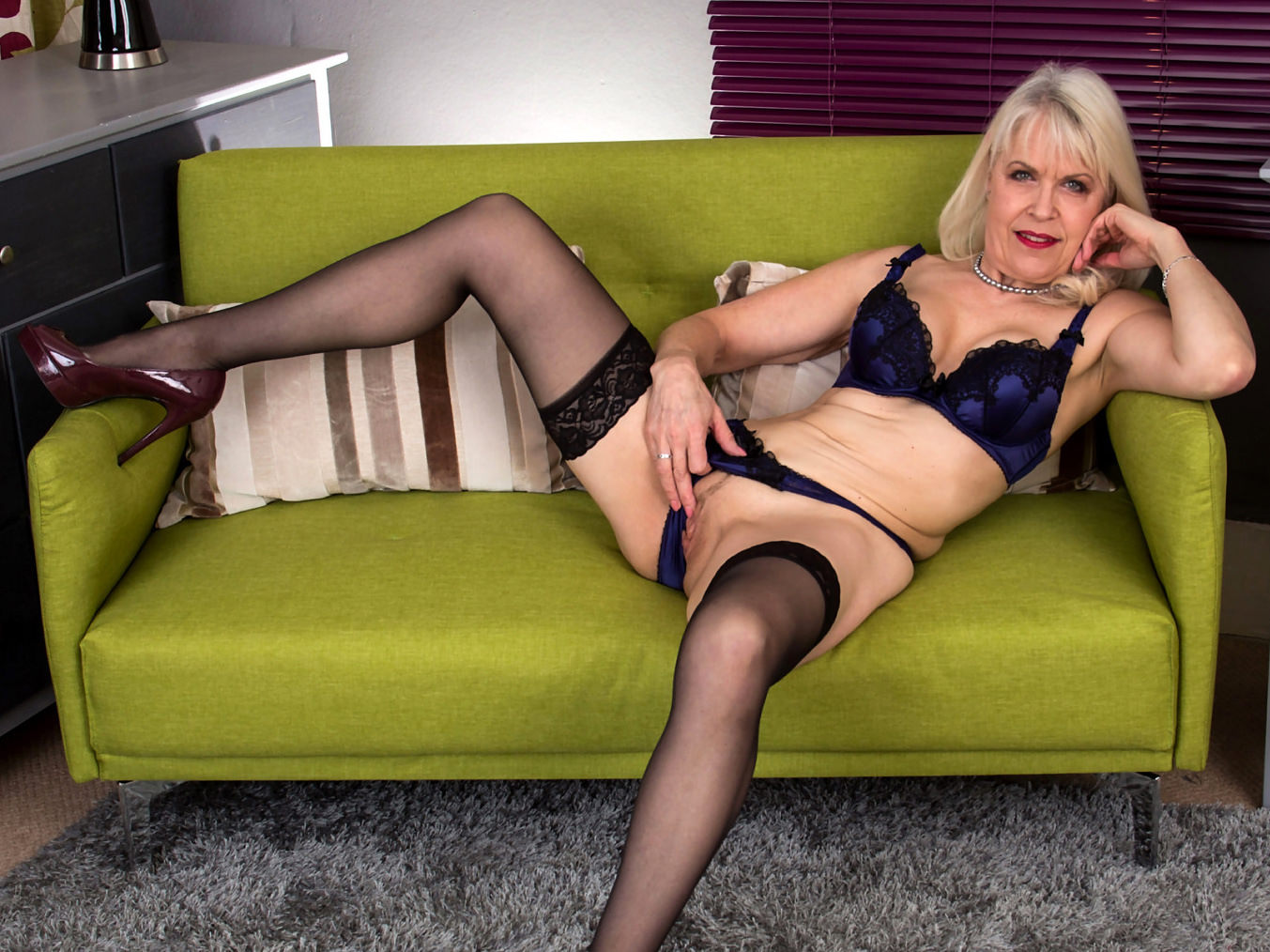 Old Woman Wearing Stocking And High Heels Free Hd Porn B8-1439
