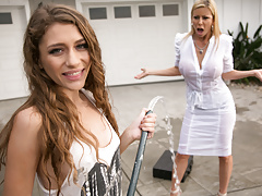 Mom needs her clean car! - Rebel Lynn, Alexis Fawx