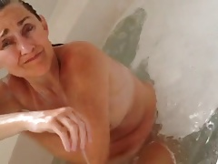 unaware wife in tub