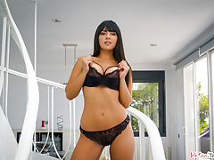 VirtualTaboo.com Gorgeous busty babe Alba needs a good sex in VR