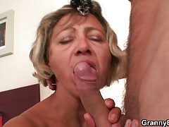 Cleaning Woman Spreads Her Old Pussy For Him