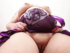 UK BBW milf Sookie Blues fucks herself with a dildo