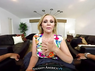 VR MILF - Julia Ann - NaughtyAmericaVR com