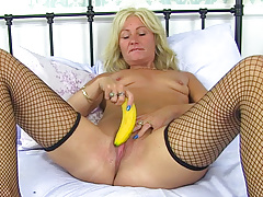 British milf Ellen feeds her hungry cunt a banana