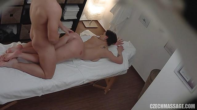 Порно чешский массаж пышки