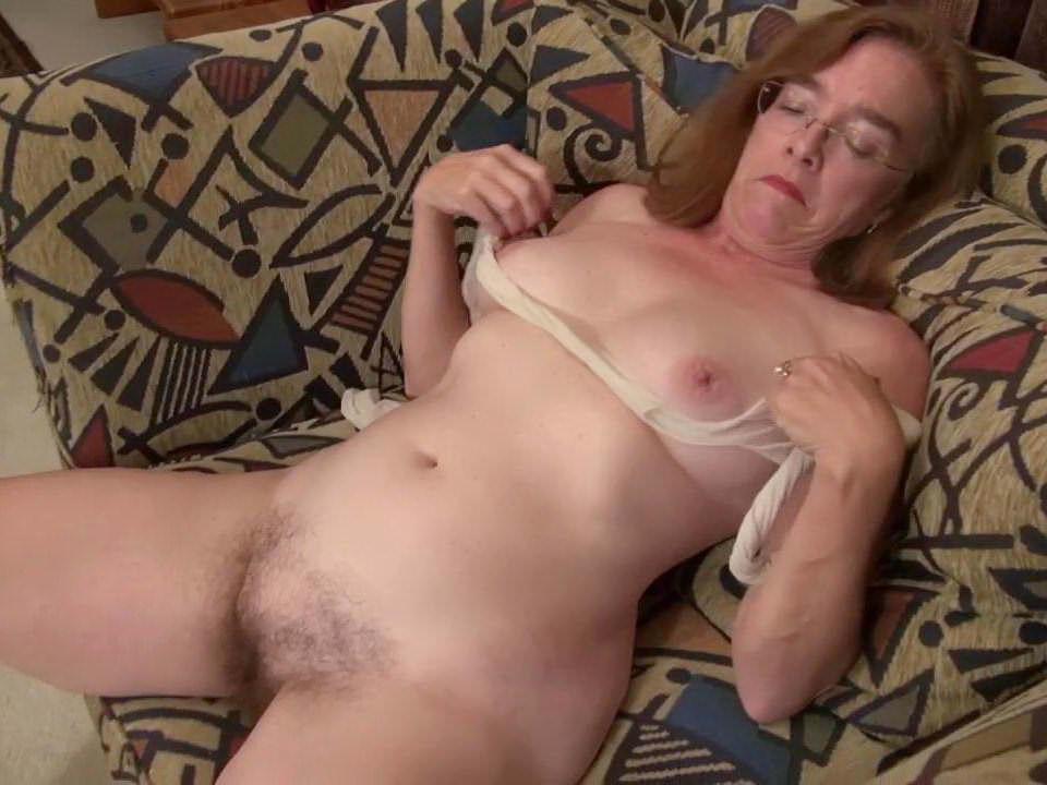 American gilf melody garner rubs her hairy pussy 2