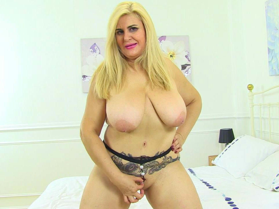 Spanish milf musa libertina tries the cock of her new chauff - 2 part 3