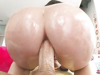 Big booty Lola Foxx enjoys anal ride