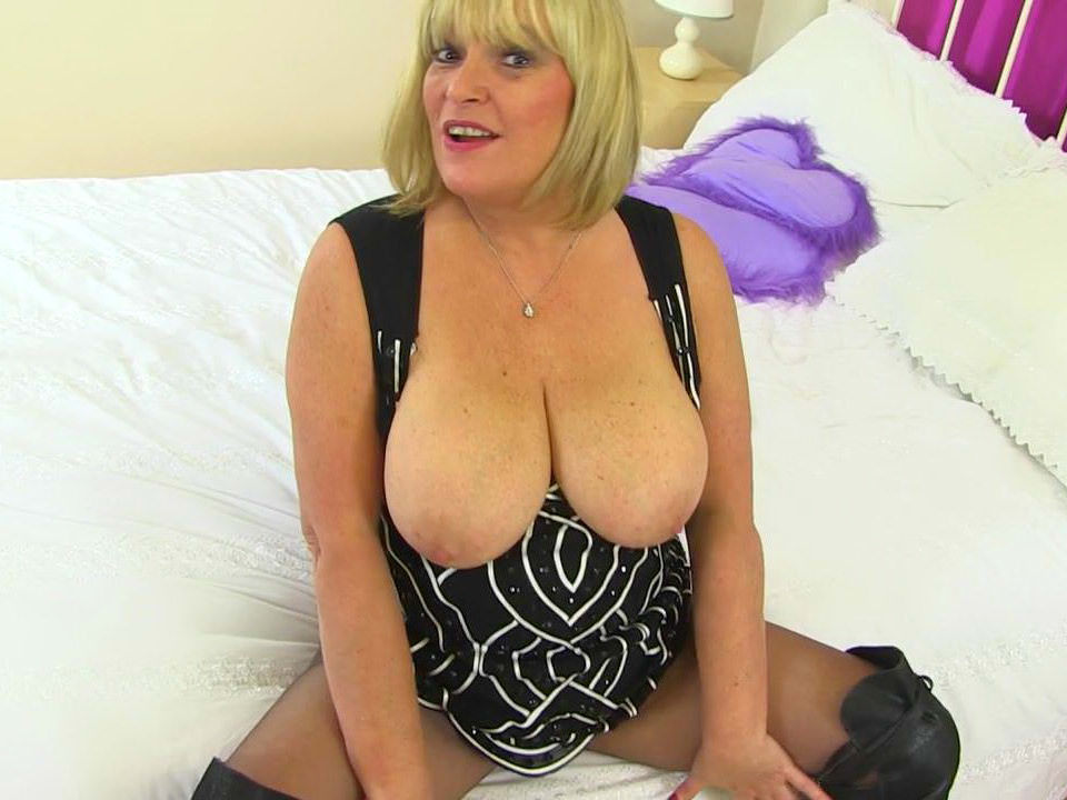 Uk milf lady sextasy rather masturbates than doing accounts 10