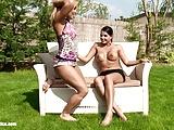 Lesbicas fodendo bem gostoso no quintal